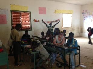 Escuela Omar Ibn Khatab - Malicunda - Campamento de verano 2014 - actividades en clase