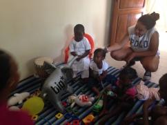 Guarderie Arco Iris - los niños vienen a visitar su proximo cole - Verano 2014